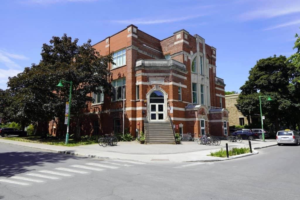 le bâtiment de l'école secondaire 1er cycle du Centre François-Michelle